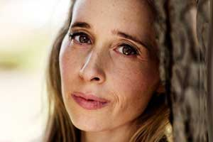Eyes Wide Open: Author Noreena Hertz Talks to Marketing Smarts About Consumer Behavior [Podcast]