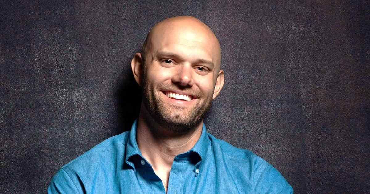 Transform Your Life Through Small Changes: 'Atomic Habits' Author James Clear on Marketing Smarts [Podcast]